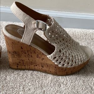 NEVER WORN size 7 SO brand nude crochet wedges